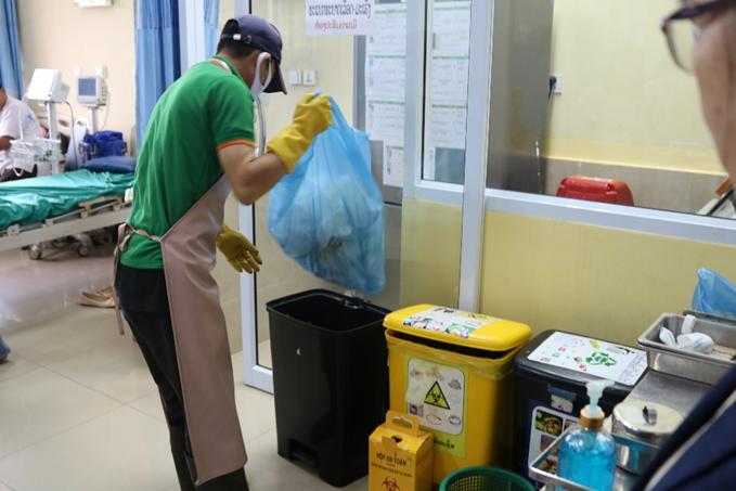 20201104-WASH-photo4-hospital-staff