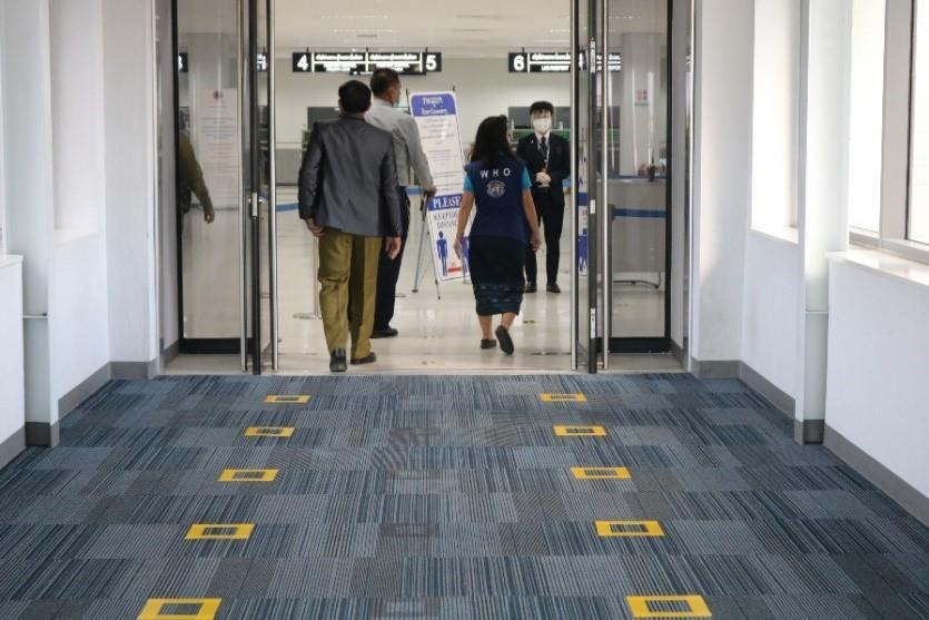 20201120-covid-19-air-travel-airport-terminal