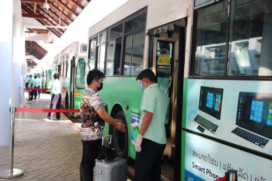 20201120-covid-19-air-travel-bus