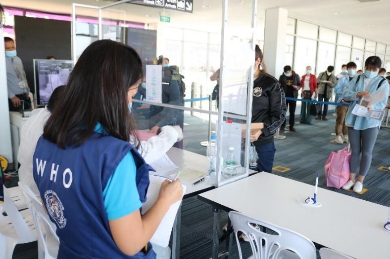 20201120-covid-19-air-travel-who-staff